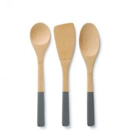 Köksredskap i bambu med färgade handtag