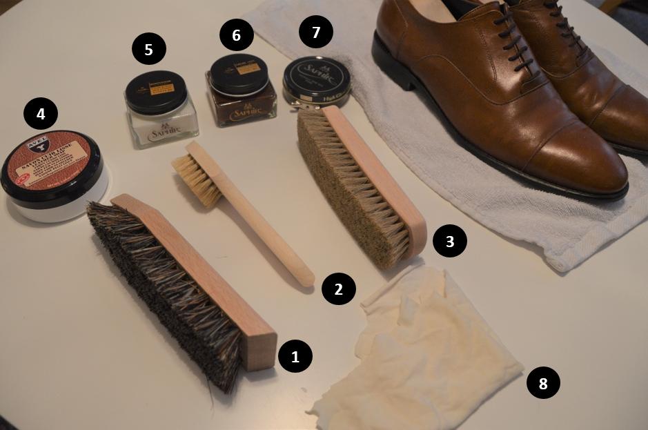 Bild: Till ljusa skor ska ljusa borstar användas samt kräm och vax med rätt färg.